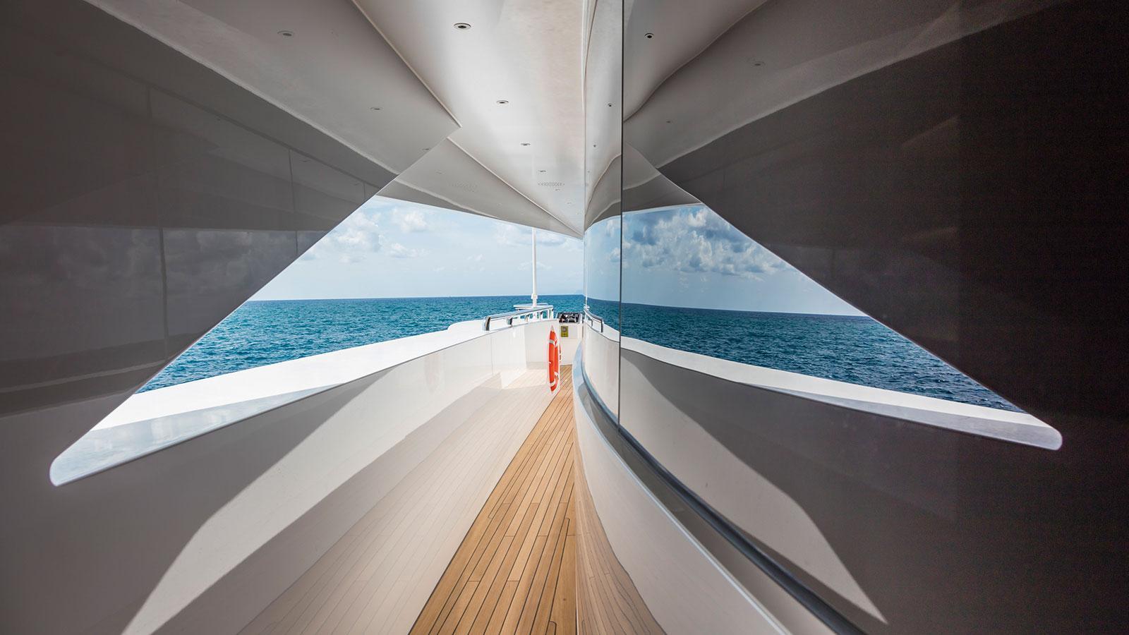 Yacht SUERTE - Exterior Detail