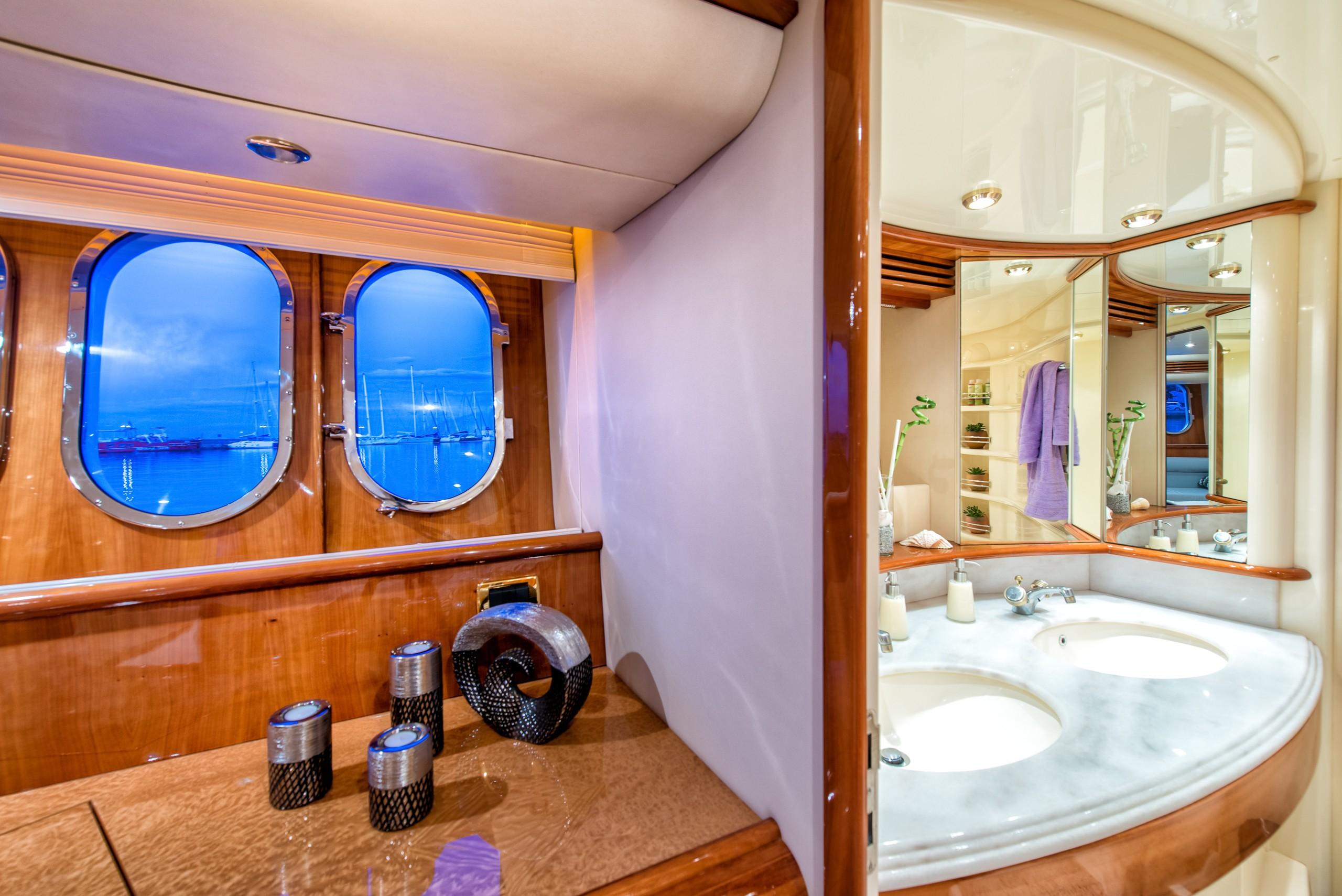 The 21m Yacht MANU