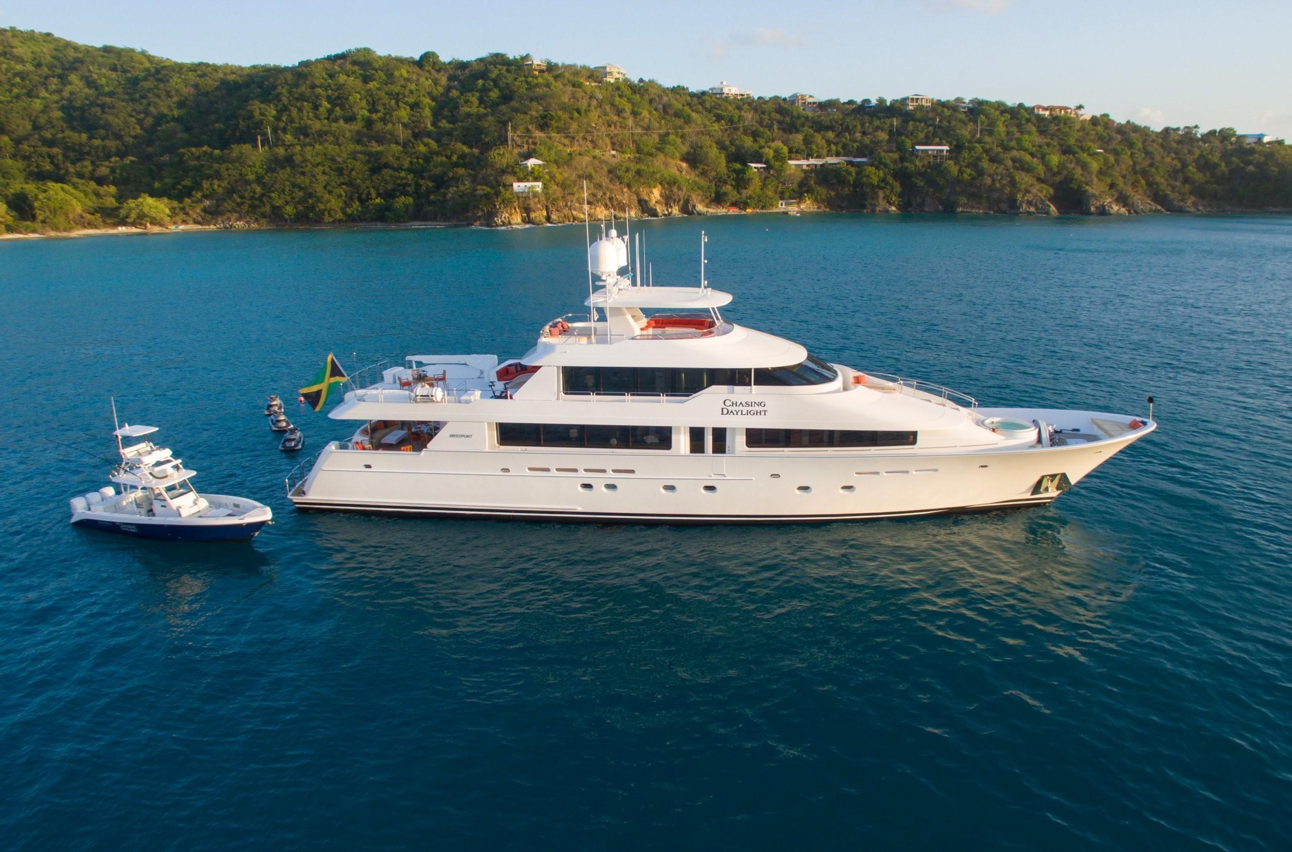 The 40m Yacht CHASING DAYLIGHT