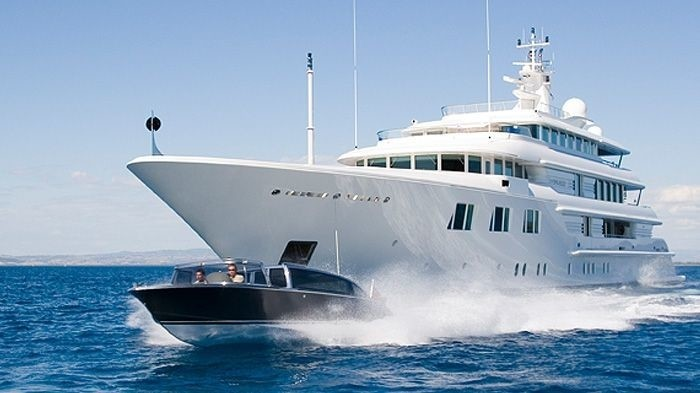 Ship's Tender: Yacht LADY S's Cruising Pictured