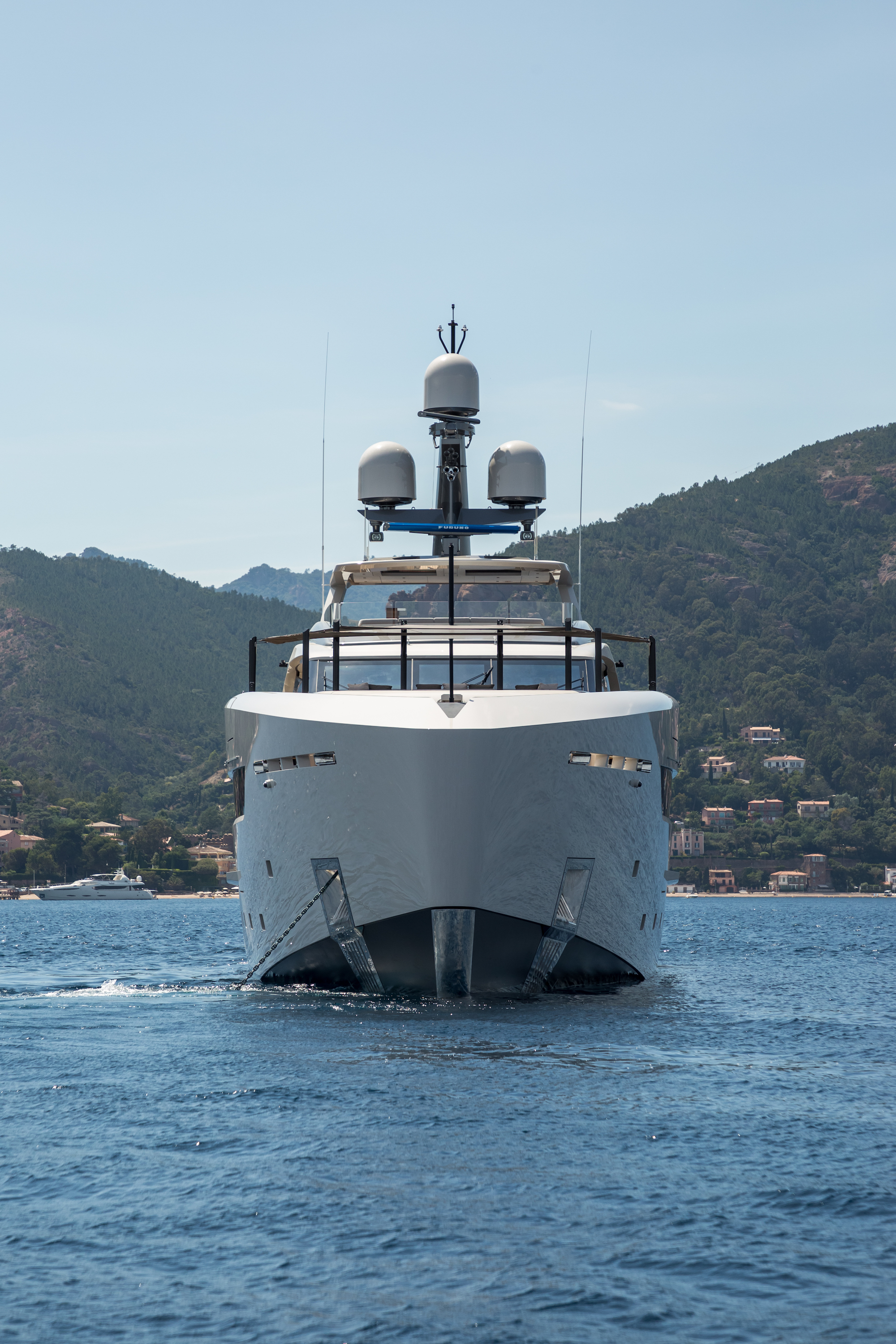 Luxury Yacht Engine Room: Bow Image Gallery – Luxury Yacht Browser