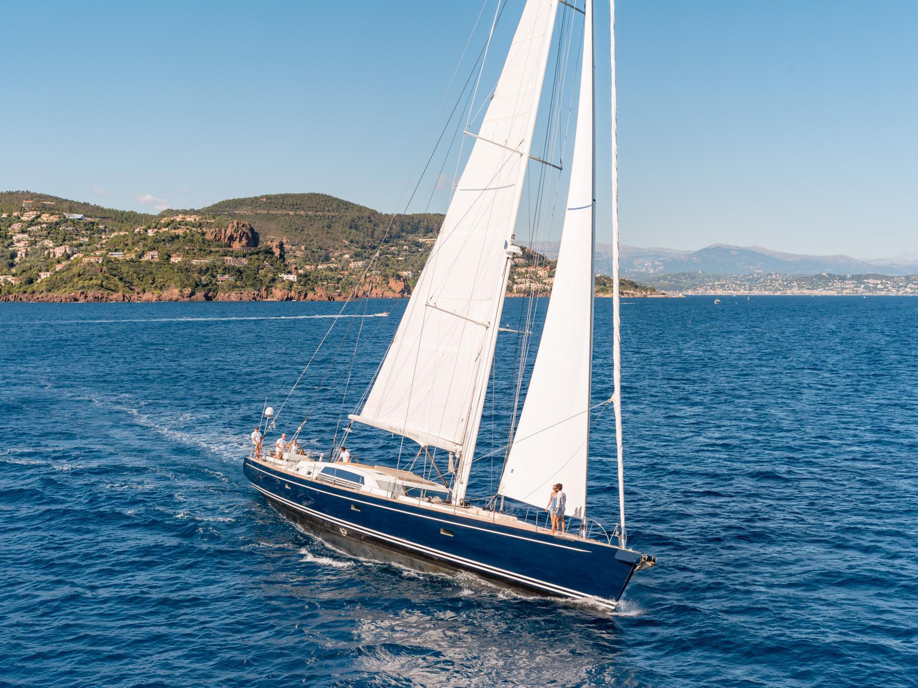 GRAND BLEU VINTAGE - Charter Yacht Grand Bleu Vintage Dininer ...