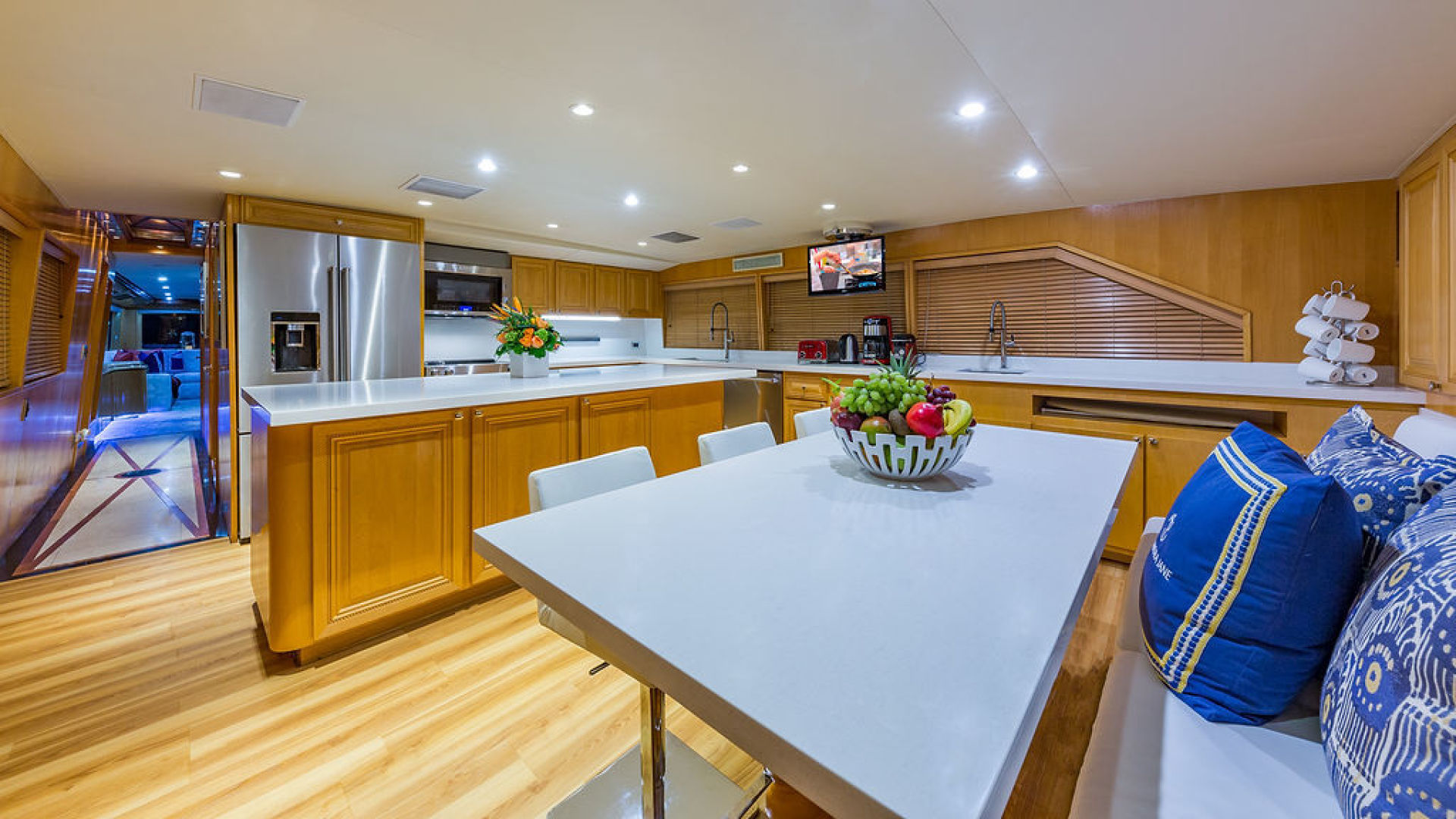 ALEXANDRA JANE Interior - Galley With Dining