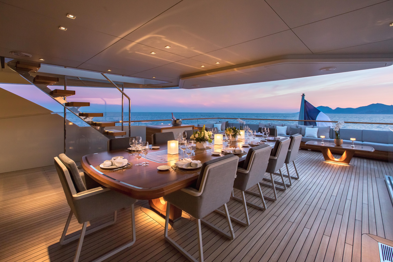 Al Fresco Dining At Sunset Aboard VERTIGE