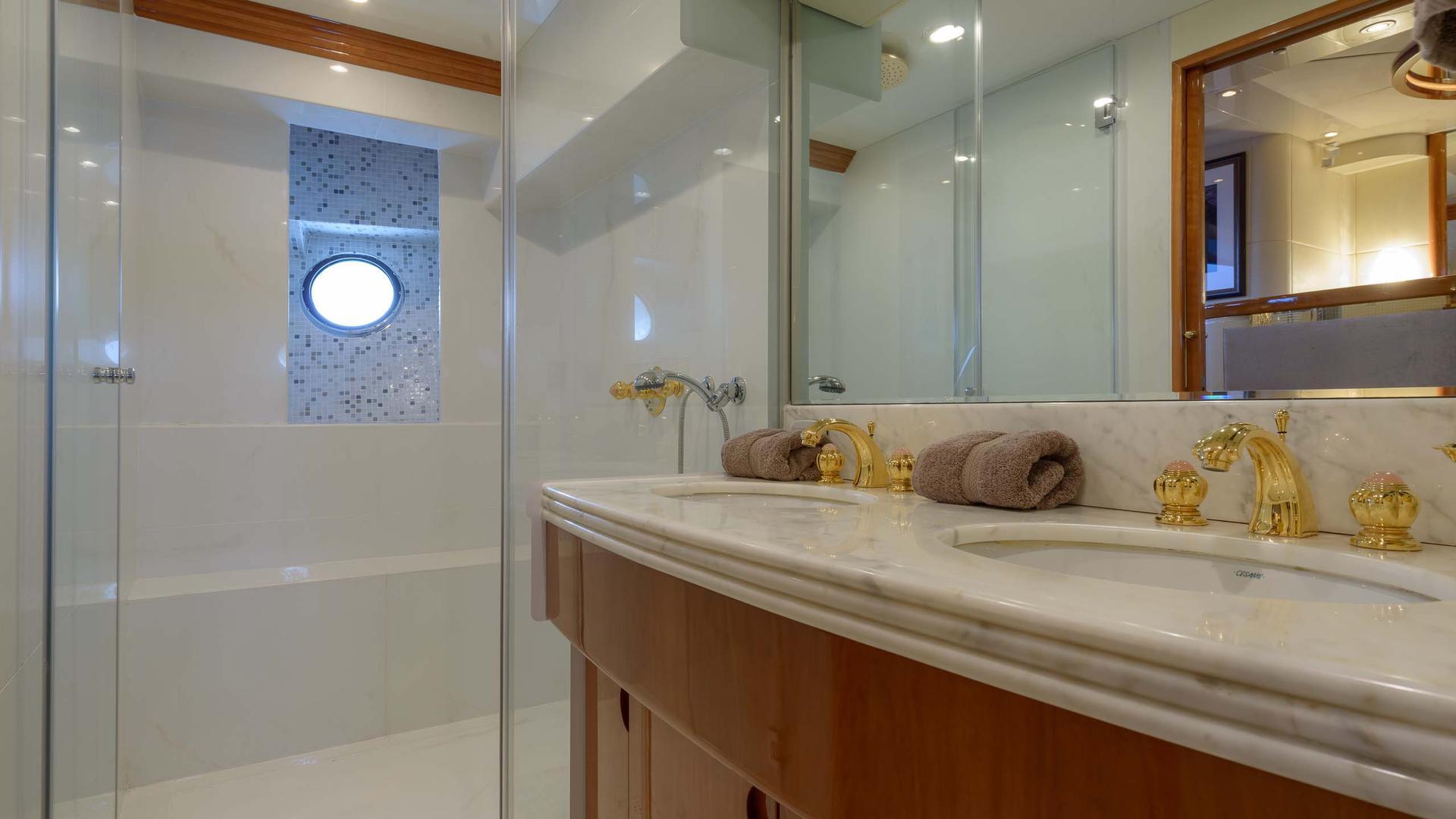 Guest Cabin - Bathroom