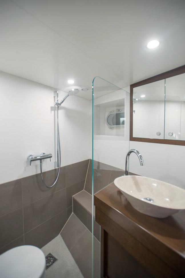Luxury Yacht Engine Room: CHARTERWORLD Luxury Superyacht