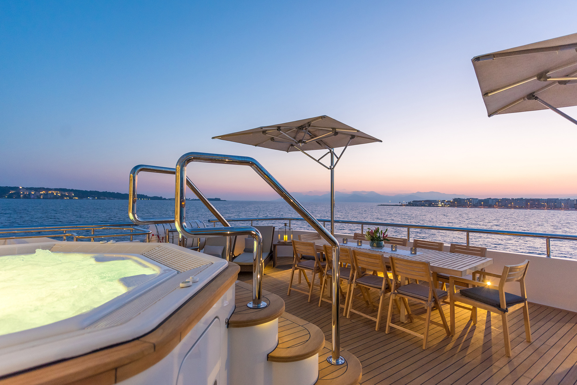 Jacuzzi And Al Fresco Dining At Night