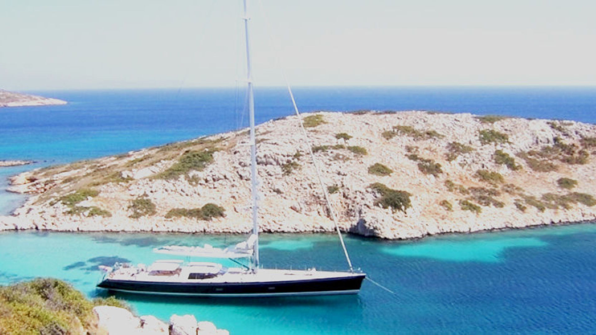 VAIMITI - 39m sailing out in the Med