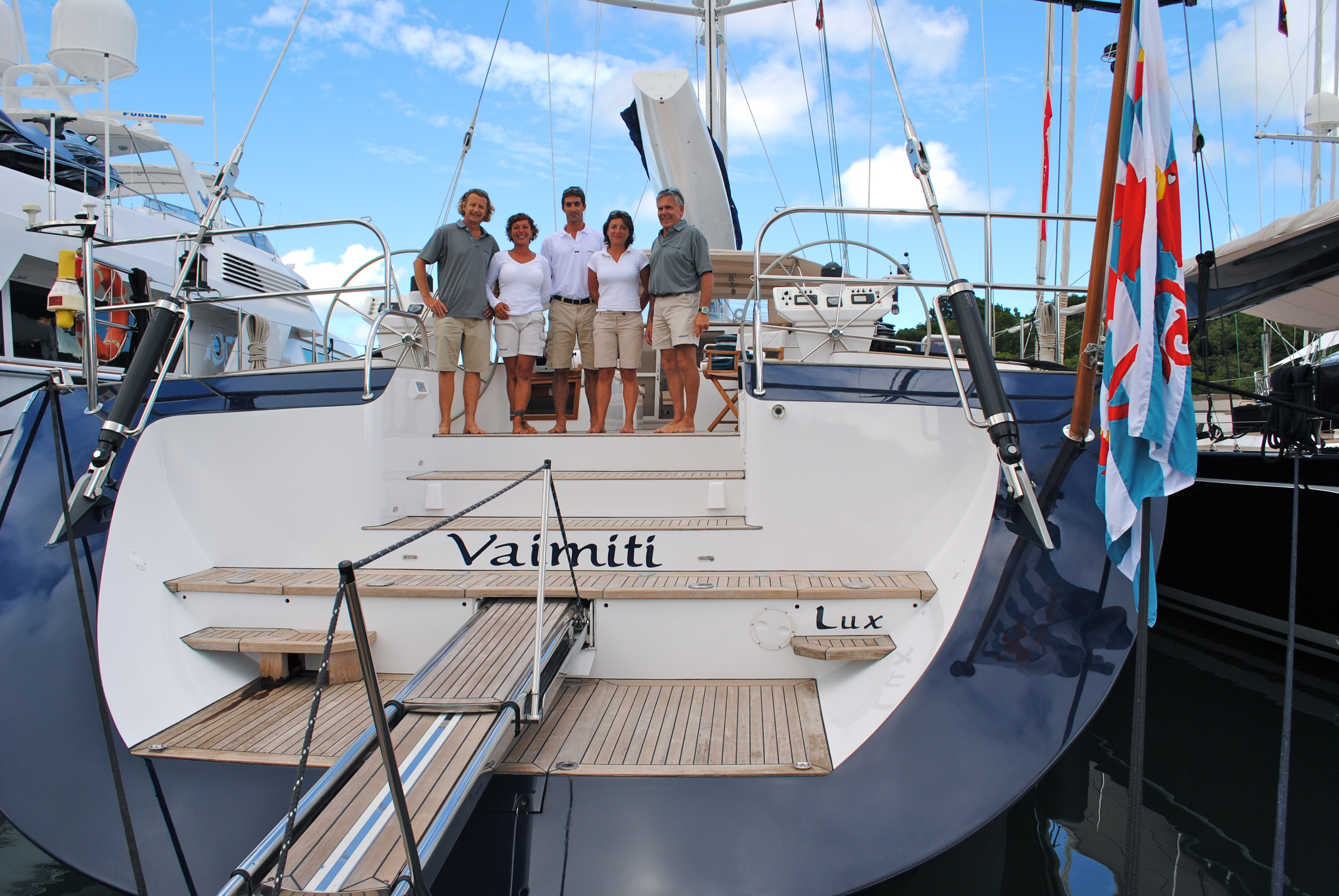 VAIMITI Smiling Crew
