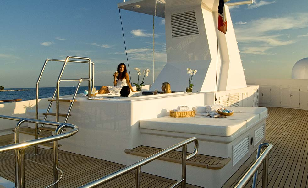 Yacht ILLUSSION By Feadship - Jacuzzi