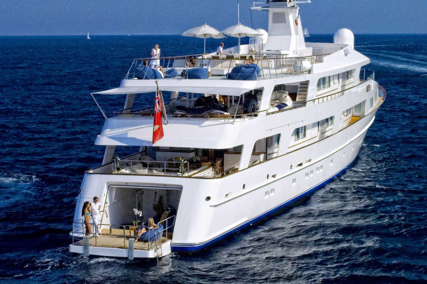 Yacht ILLUSSION By Feadship - Stern