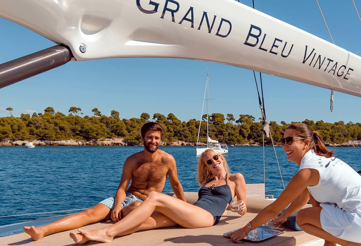 Grand Bleu Vintage Deck Fun