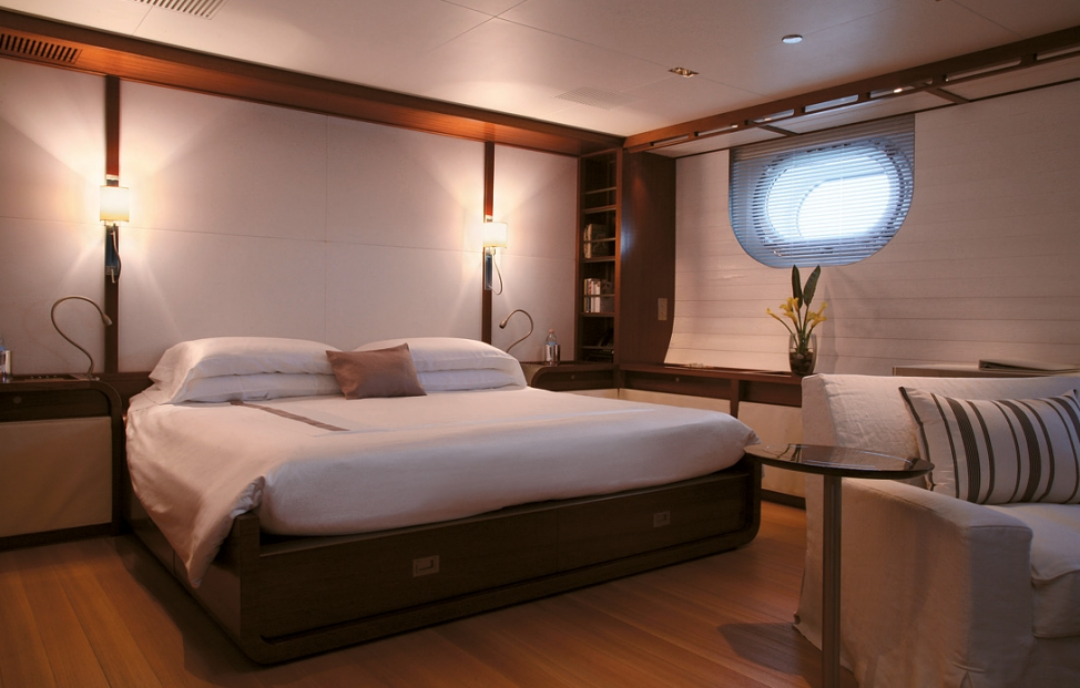 56m sailing yacht Rosehearty - suite