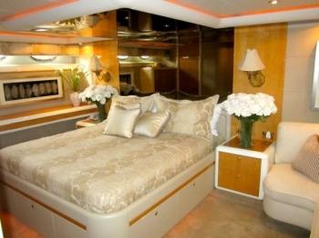 ANDIAMO 76 Lazzara -  Master Cabin