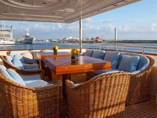 ARIELA - Alfresco dining main deck
