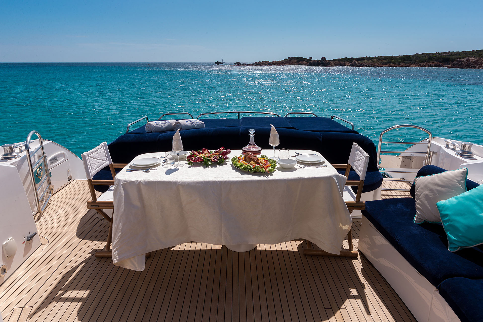 ASPIRE OF LONDON - Aft deck dining