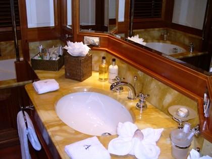AURORE Master Bathroom