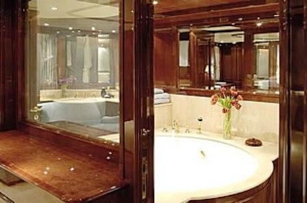 Aladina - Master Bathroom