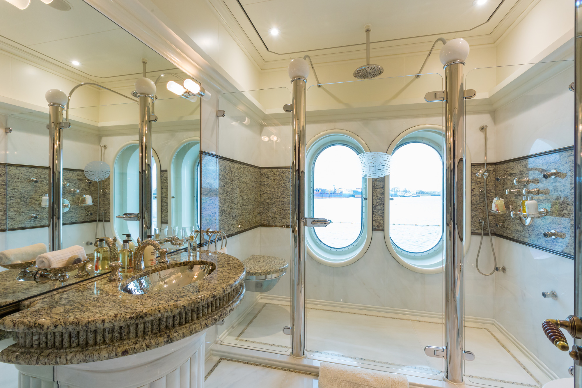 Amels yacht CALYPSO - Master his ensuite