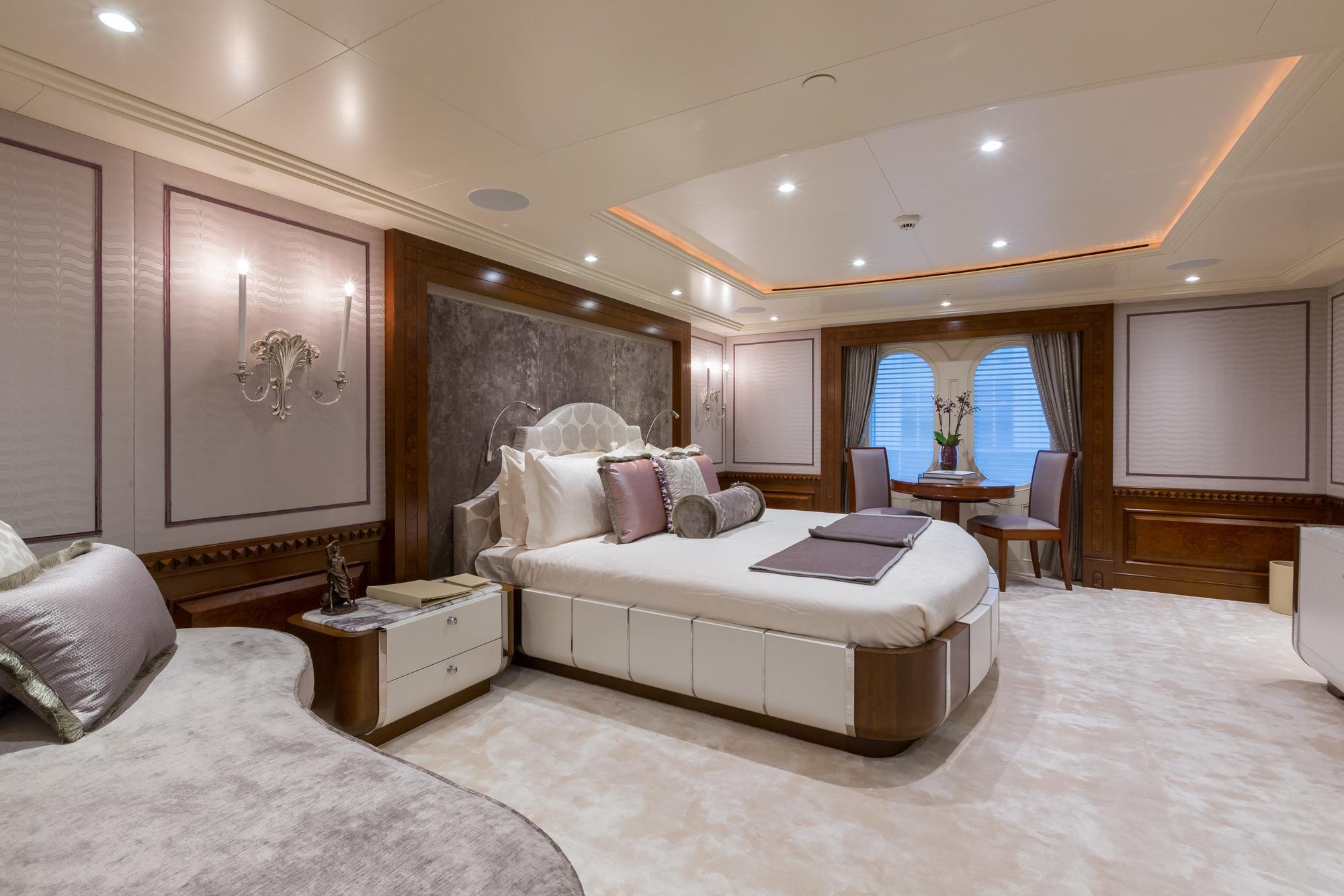 Amels yacht CALYPSO - Upper deck VIP 2