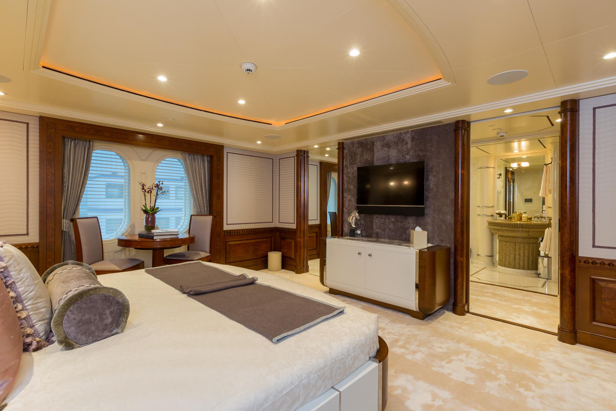 Amels yacht CALYPSO - Upper deck VIP cabin