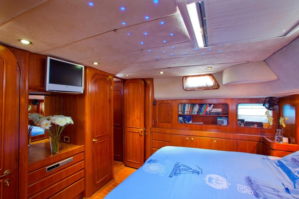 BLUE PHOENIX - Master cabin TV