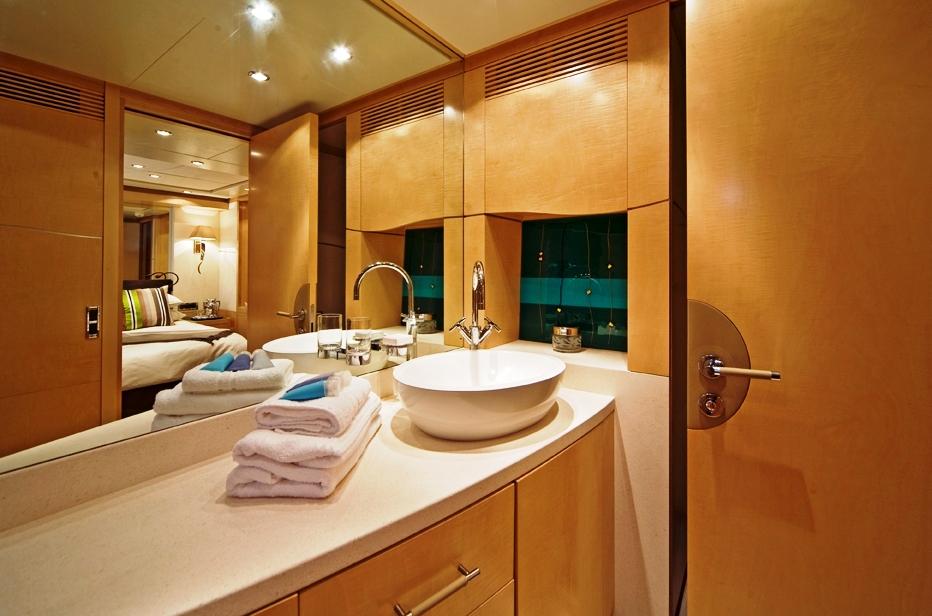 Benetti SALU Double Bathroom
