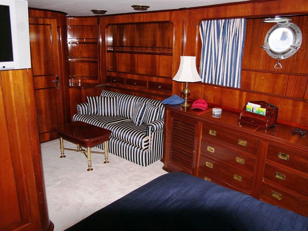 Benetti Yacht FAVORITA -  Master Cabin Seating