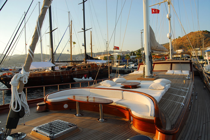 CARPE DIEM IV Deck Sunlounges