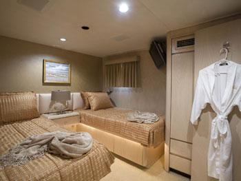 CHRISTINE -   Twin Cabin