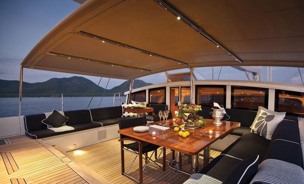 CINDERELLA IV - Aft deck alfresco dining
