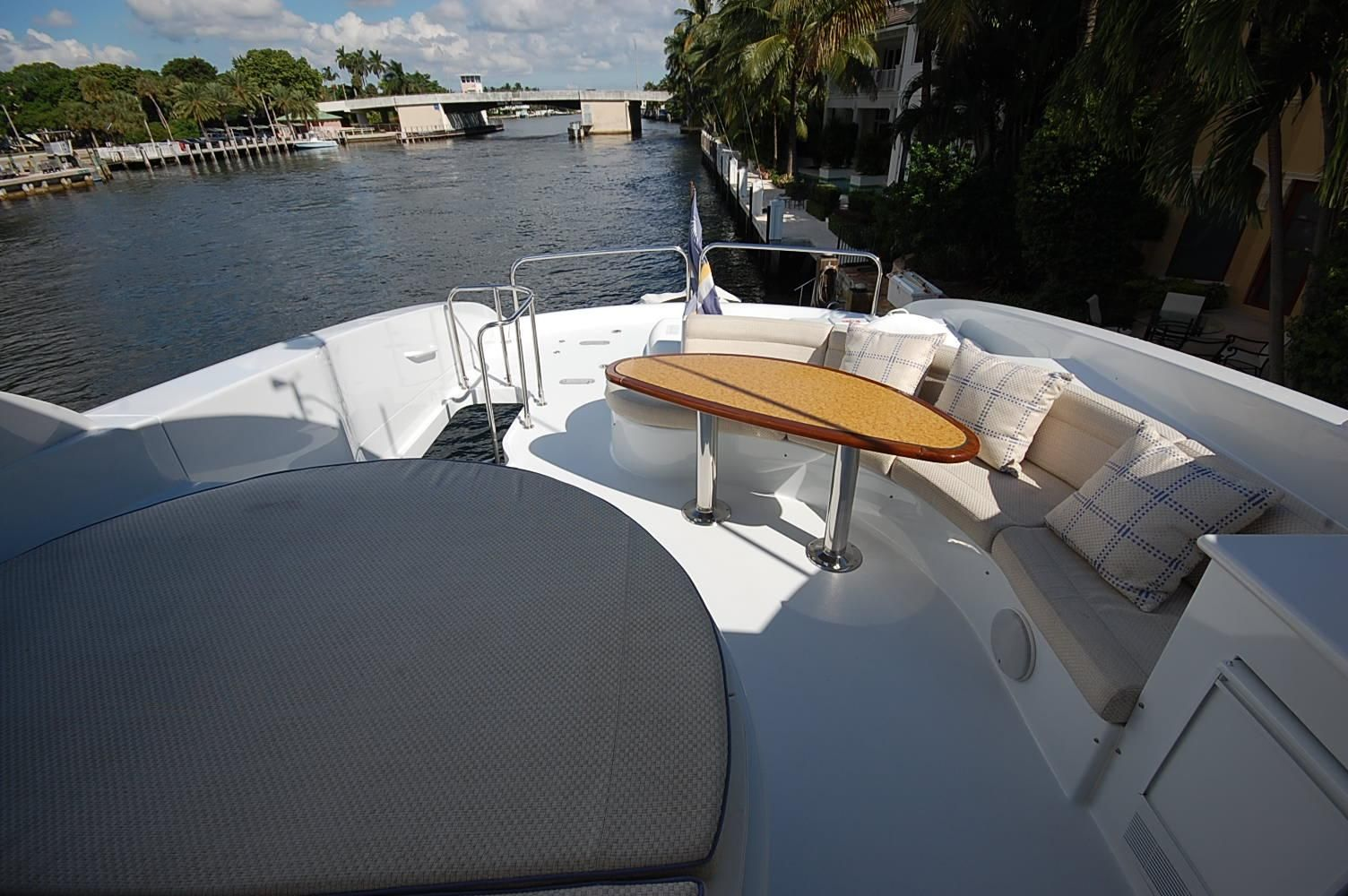 COLD GECKO. -  Flybridge Seating and Spa Pool
