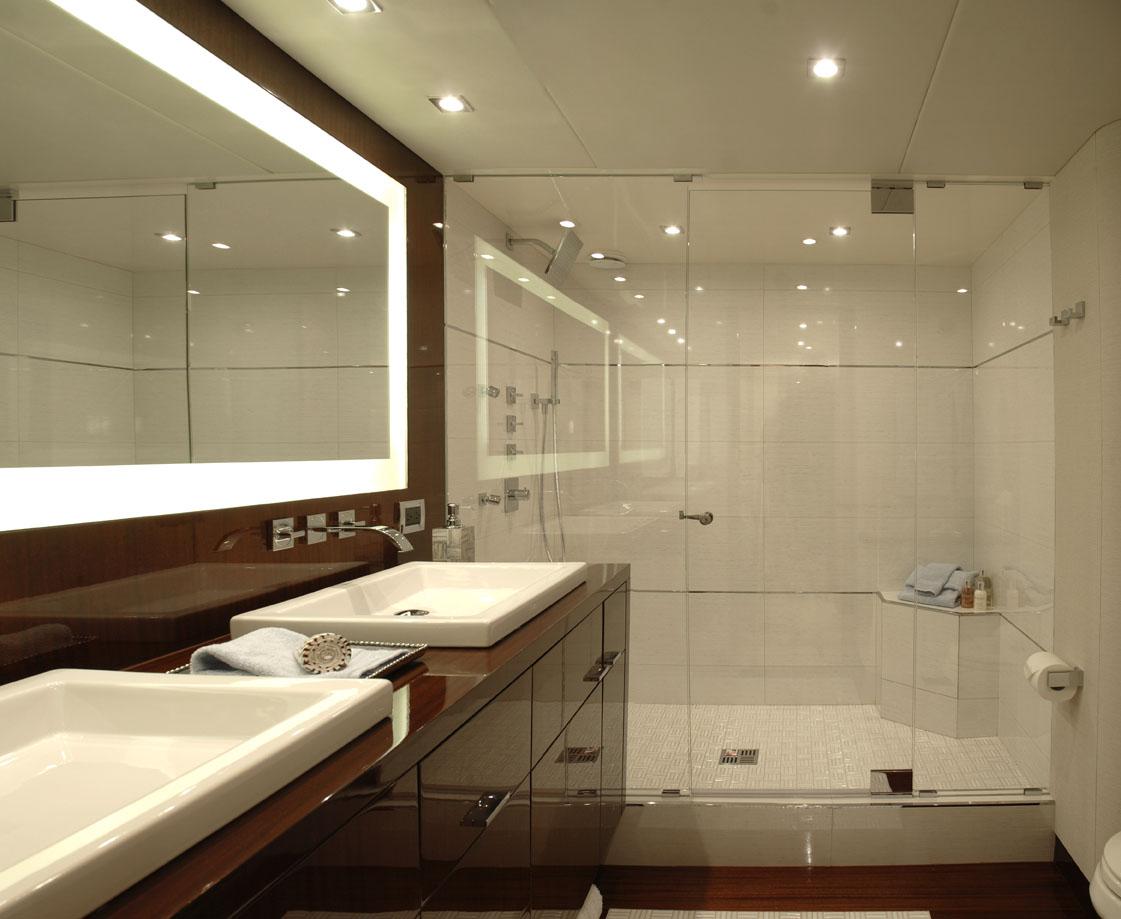 COLD GECKO. -  Master Bathroom