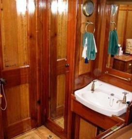 CORAL OF COWES -  Guest Ensuite