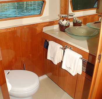 Captiva - Guest bathroom
