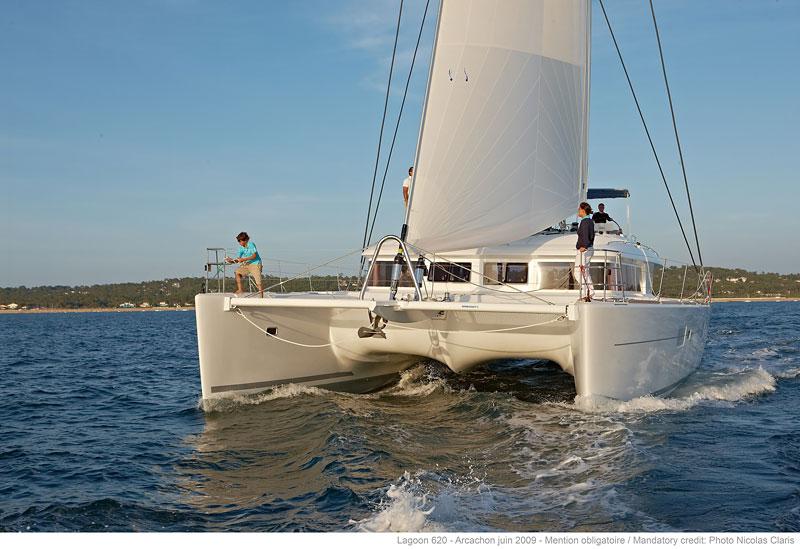 Catamaran DRAGON - Sailing