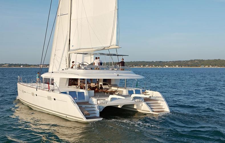 Catamaran ENIGMA -  Sailing