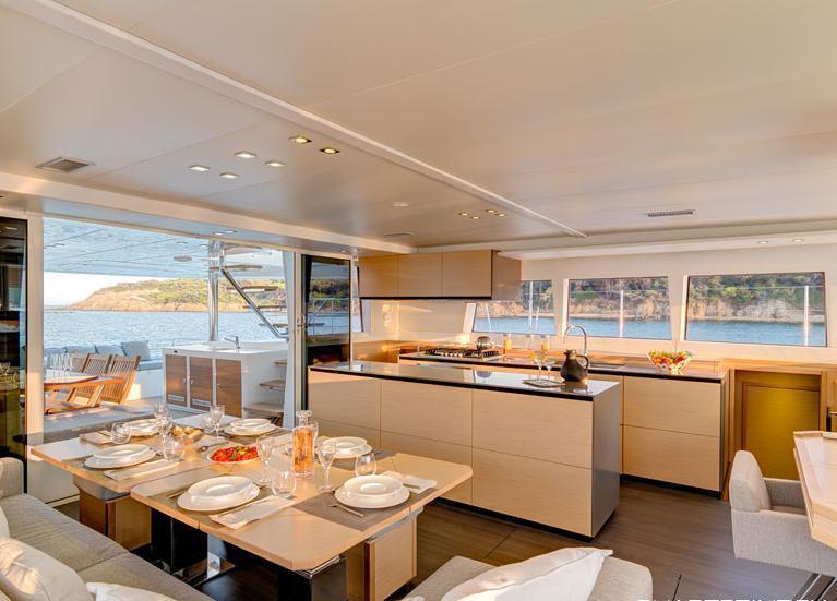 Catamaran ENIGMA -  Salon Dining