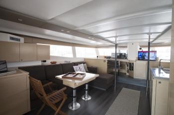 Catamaran HIGHJINKS I - Dining