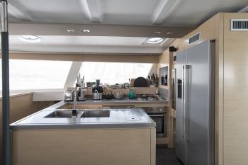 Catamaran HIGHJINKS I - Galley