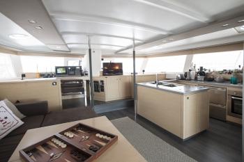 Catamaran HIGHJINKS I - Main Salon