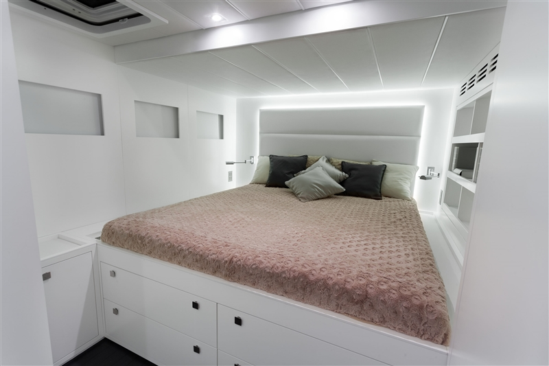 Catamaran LEVANT - Double Cabin