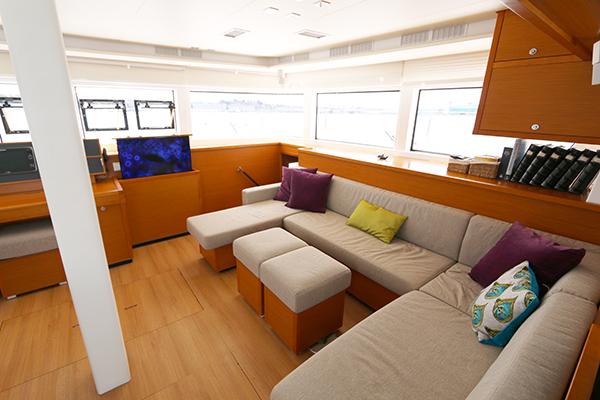 Catamaran LOTUS - Main Salon