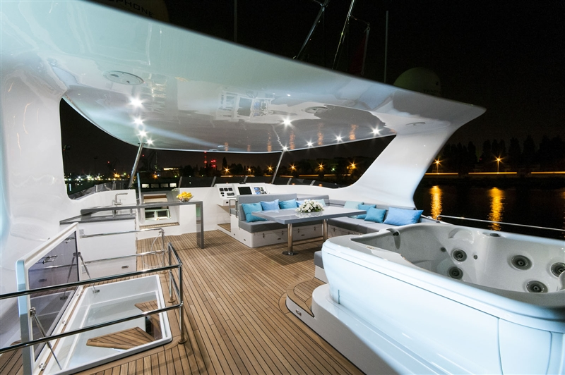 Catamaran SKYLARK -  Flybridge Deck and Spa Pool