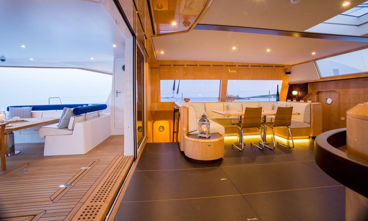 Catamaran WINDQUEST - Salon and Aft Deck