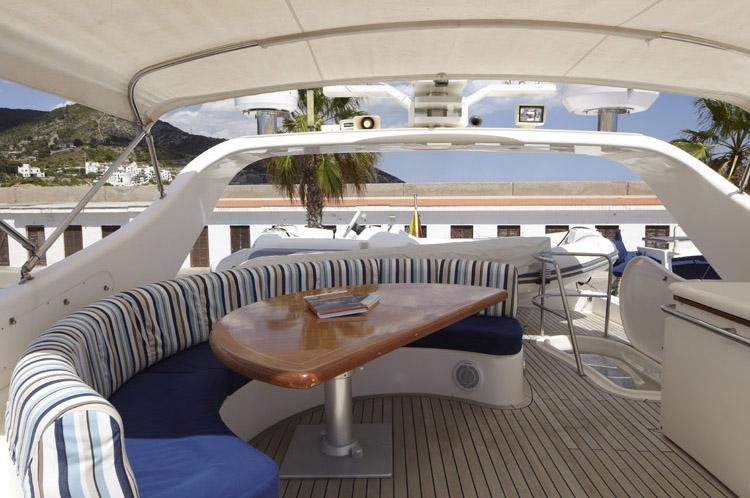 Charter yacht DOLCE VITA - Flybridge