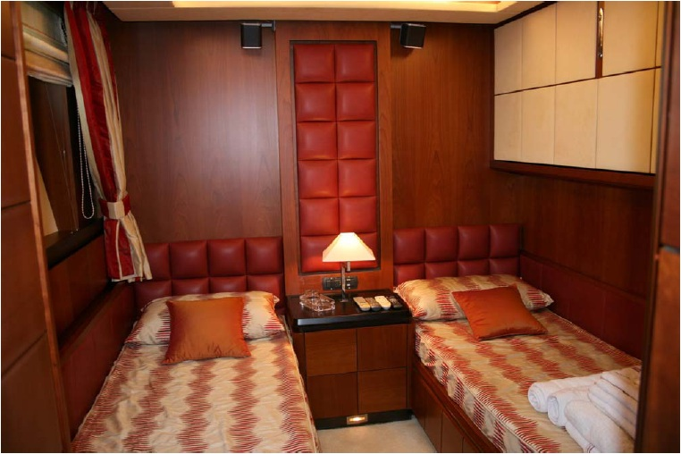 Charter yacht ITACA CLUB -   Twin Cabin