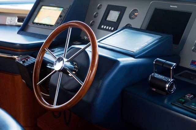 Charter yacht ITACA CLUB -  Wheel