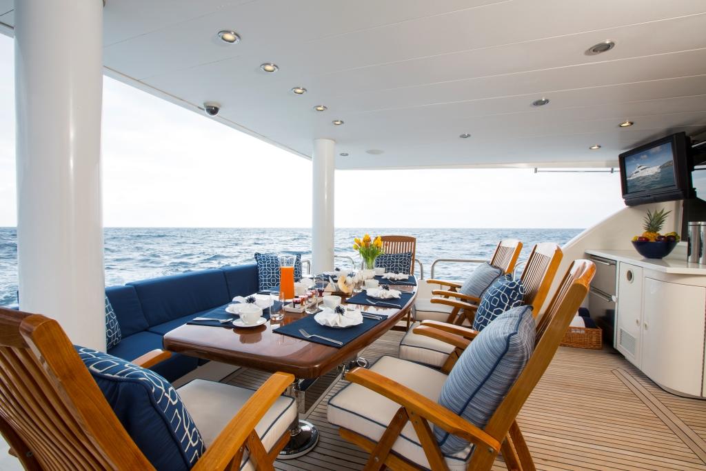 Charter yacht RESTLESS - Aft deck