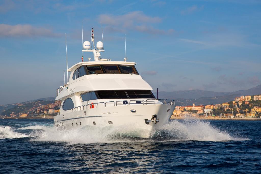 Charter yacht RESTLESS - Cruising